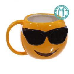 Taza original emoticono con gafas de sol